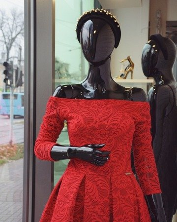 Sukienka koronkowa RED